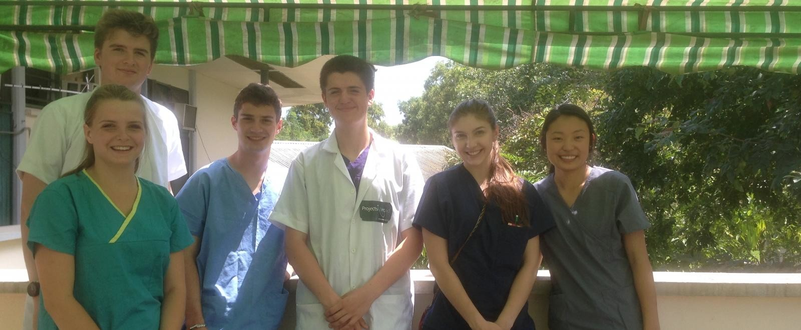 Medicine volunteers at a Teaching Hospital placement